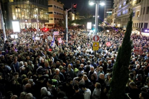 Protest Netanyahu 20,000